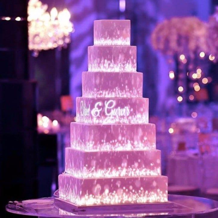 Ultra violet menyasszonyi torta