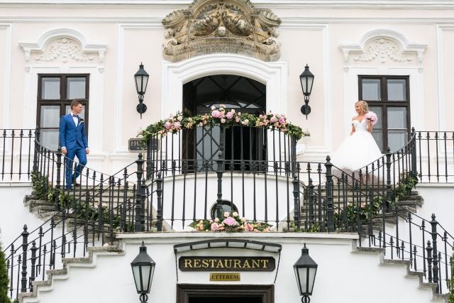 Kis vagy nagy esküvő: előnyök és hátrányok
